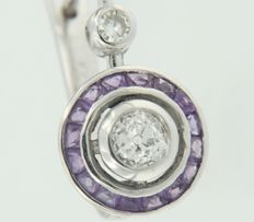 White gold dangle earrings of 14 kt set with amethyst and diamond