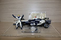 Hotwheels - Scale 1/18 - BMW Williams M. Webber with original piece race suit and certificate