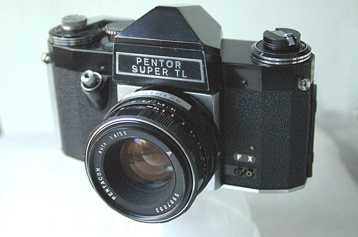 Pentor Super TL 35 mm camera with  Pentacon auto 1.8/50 mm and Pentacon 2.8/29 mm (1968).