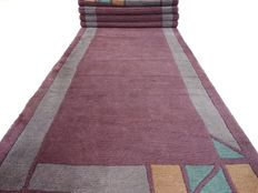 """Nepalese – 340 x 85 cm – """"Lilac runner – In beautiful condition""""."""