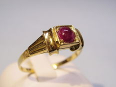 Gold ring with natural ruby of 0.33 ct