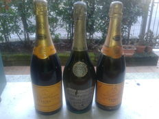1772-1972 Veuve Clicquot Ponsardin x 2 (75cl) & 1971 Perrier-Jouet Blason de France Brut x 1 (78cl) - Total: 3 bottles of Champagne