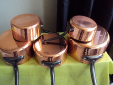 Set of five pots in very thick hammered copper, tinned interior