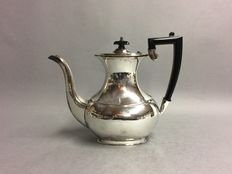 Silver plated classic coffeepot spherical belly, Sheffield, England, ca. 1940