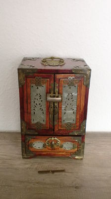 Large Chinese jewelry box, jewelry box of rose wood - brass fittings, with lock - good used condition