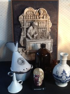 """""""The pharmacist"""" wall decoration and various related items"""