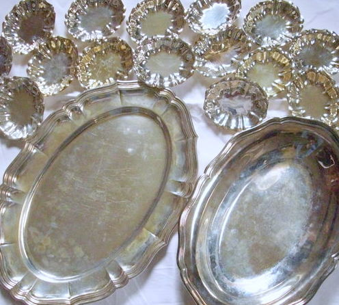 Two different silver bowls and 16 small confectionery trays, Germany, 20. century