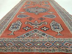 """Bouchara – 164 x 101 cm. – """"Persian salmon-pink and silk carpet, in good condition"""" – Please note! No reserve, bidding starts at €1."""