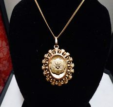 Biedermeier necklace with pendant with relief ornament