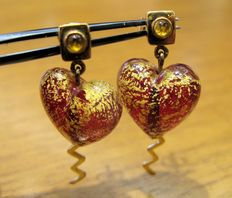 18 kt yellow gold earrings with Murano blown glass in the shape of a red heart, decorated with 18 kt gold and cabochon citrine quartz, 3 mm approx.