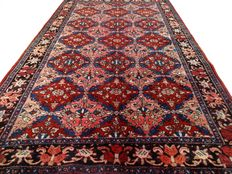 """Semi-antique Bakhtiar – 199 x 124 cm. – """"Persian rug in pink - small eyecatcher in good condition"""". –  Note: no reserve price, starts at €1,-"""