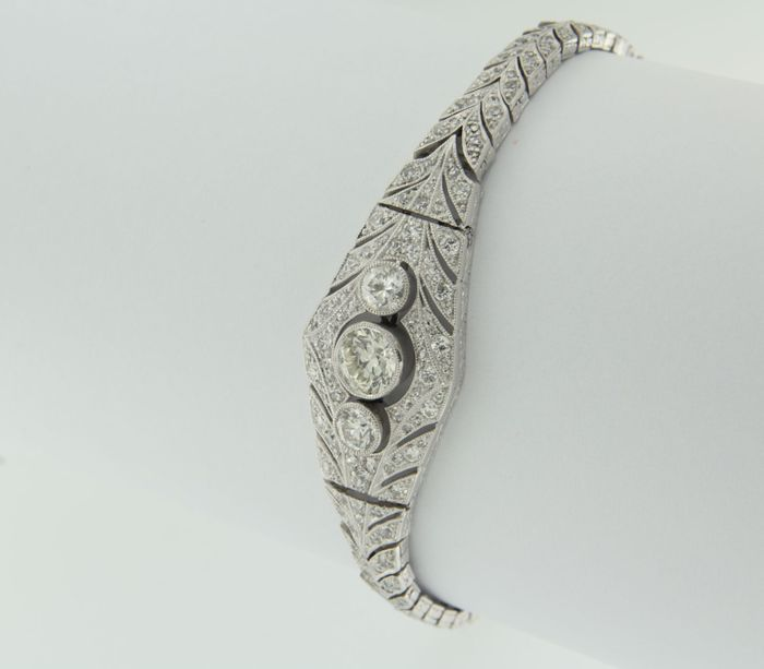 18 kt white gold Art Deco bracelet set with 227 Bolshevik cut diamonds