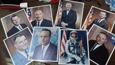Lot of 16 color pictures all official, size 20 x 26, with autograph of the American astronauts of the Gemini project + photos of L.B. Johnson 36th President of the United States of America.
