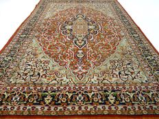 """Lahore - 190x129 cm - """"Fine knotted rug made of the most beautiful lam wool and in great condition"""". - Note! no reserve price: starts at €1,-."""