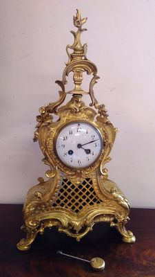 Bronze pendulum clock - mantel piece clock in Rococo style - France - early 20th century