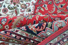 Beautiful & Wonderfully Kashan Hand knotted 250x360cm Like new