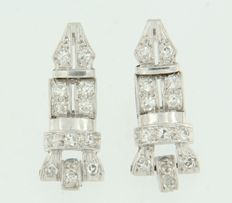 Platinum Art Deco dangle earrings with 18 kt white gold studs, set with 26 octagon cut diamonds