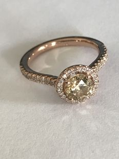 1.53 ct Diamond Ring – centre brilliant diamond of 0.97 ct,K /SI2 – side diamonds totalling 0.56 ct.