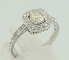 14 kt white gold ring with a central Bolshevik cut diamond, surrounded by 36 octagon cut diamonds *** no reserve price***