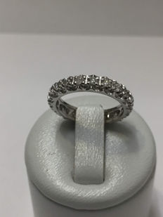 American wedding ring in white gold and 0.882 ct diamonds