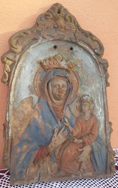 Ancient polychrome painted terracotta plaque depicting a Crowned Madonna with Child - Italy - Rome, about 17th century
