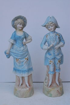 Figurine couple in biscuit