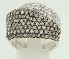 18 kt white gold ring with brilliant cut diamonds, total of approx. 2.70 ct, Wesselton-Brown /VS-SI - size: 55