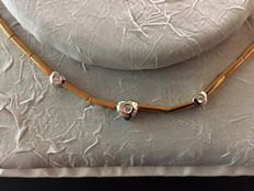Choker in white and yellow gold, with 0.15 ct natural diamonds.