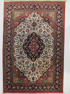 Beautiful Persian carpet Qom silk/Iran 150 x 100 cm, end of the 20th century Top condition, very fine weaving, 100% pure silk