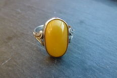 Silver ring with butterscotch amber.