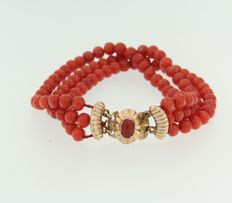 Rose gold clasp 14 kt,  set with an oval cut coral on a three-row, coral, children's bracelet,