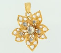 20 kt yellow gold pendant in the shape of a flower set with rose cut diamonds