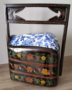 Great Chinese old box (size xxl) it has three compartments with ceramic inlay on wood with resin; all the decorations hand-painted, a unique piece.