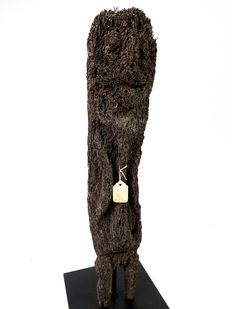 Ancestor statue made of tree fernwood - Vanuatu - island of Ambrym