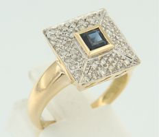 18 kt bi-colour ring set with a square cut sapphire and brilliant cut diamonds; ring size 17.25 (54)