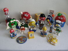 Lot with 17 M&Ms items - plastic