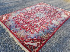 Wonderful and original Persian Isfahan 100 % hand-woven! Very good condition! Oriental carpet! Unique piece!
