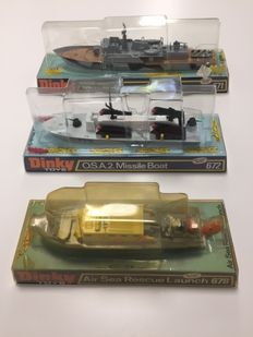 Dinky Toys - Scale 1/76 - Lot with Mk1 Corvette No. 671, O.S.A. 2. Missile Boat No.672 and Air Rescue Launch No.678
