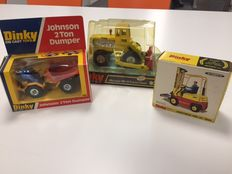 Dinky Toys - Different scales - Lot with Michigan 180-111 Tractor Dozer No.976, Conveyancer Fork Lift Truck No.404  and Johnson 2 Ton Dumper No.430