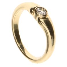 14 kt yellow gold ring set with 1 brilliant cut diamond - inner size 15.75