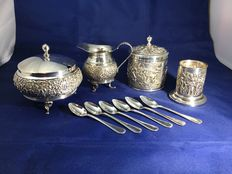 Creamer set, tea-box, spoon vase and tea spoons, H. Hooykaas, Schoonhoven, first half 20th century