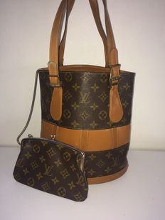 Bolso con billetera Bucket USA de Louis Vuitton. Pieza de coleccionista