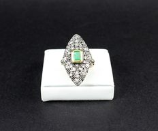 'Spoletta' ring with emerald and diamonds.