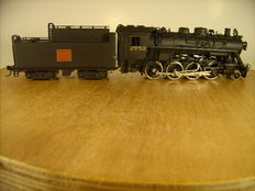 Samhongsa H0 - Steam locomotive Consolidation 2-8-0 with pulled oil tender from the Canadian National - brass