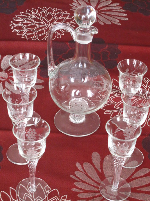 Waterford – Etched crystal port decanter with 6 glasses