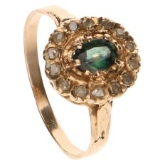 Yellow gold ring set with an emerald and 14 diamonds