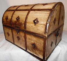 A colonial hardwood box with beautiful copper fittings - France - 19th century