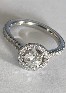 1.18 ct Diamond Ring – 14kt gold - centre round brilliant-cut diamond of 0.62 ct,F/Si2 Natural – side diamonds totalling 0.56 ct.