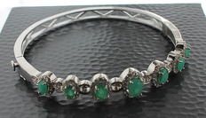Silver slave bracelet inlaid with emerald and spinel