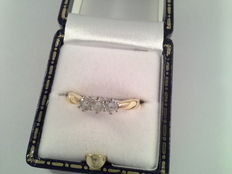 18 kt yellow golden ring with 3 diamonds of 0.15 ct, total 0.45 ct.